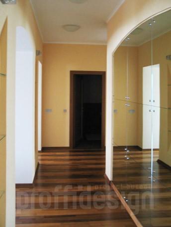 Дизайн  коридора в квартире, большое зеркало