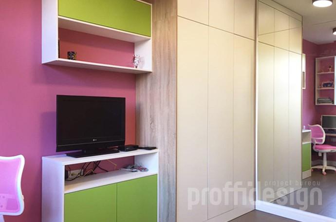 Розовые стены в комнате девочки - фото
