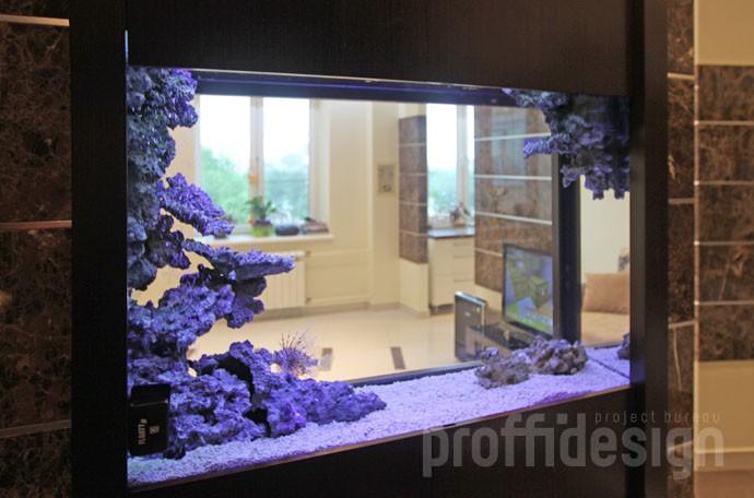 Дизайн интерьера московской квартиры - коридор с аквариумом