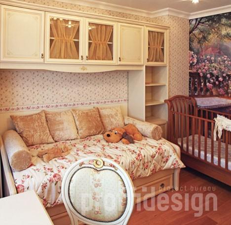 Розочки в декоре детской комнаты для девочки - фото