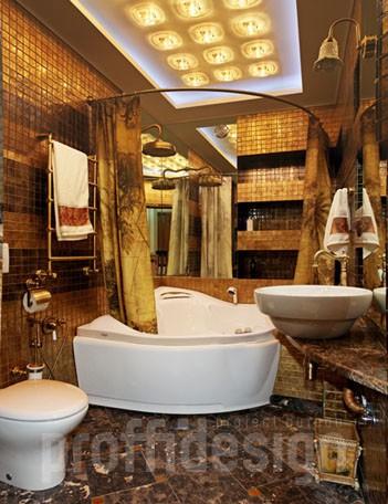 Дизайн большого совмещенного санузла с двумя раковинами и джакузи, золотая мозаика, на полу - натуральный мрамор