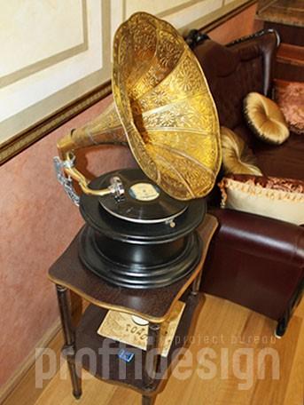 Дизайн интерьера квартиры в классическом стиле - гостиная с граммофоном