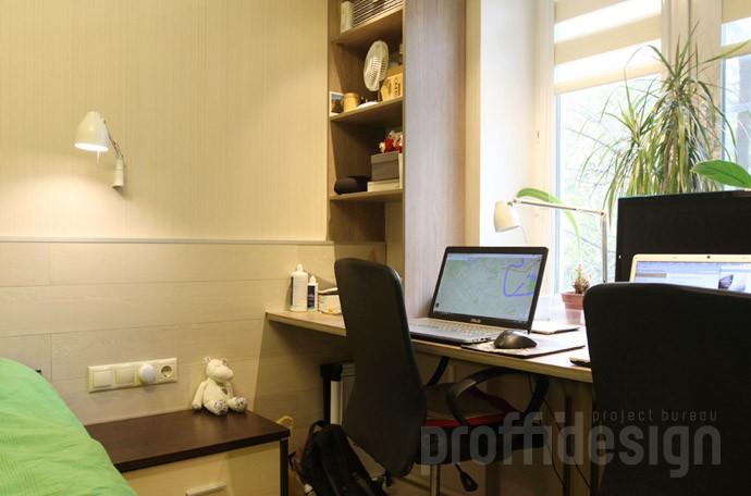 Организация двух рабочих мест у окна в спальне