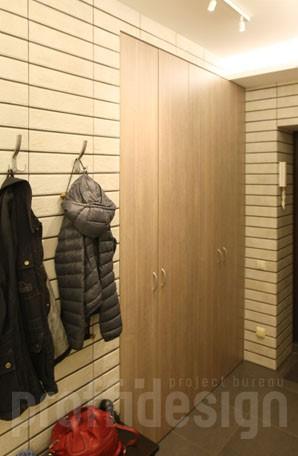 Встроенный шкаф для маленькой прихожей