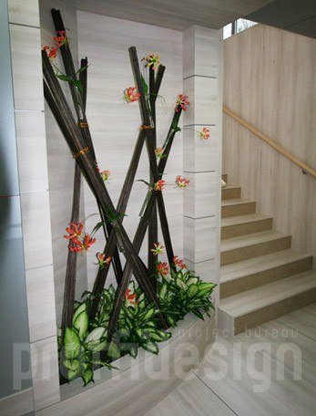 Декорирование стен растительными элементами в шале для