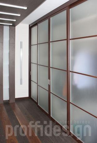 изготовить шкаф-купе со створками на рельсах из матированного стекла в коридор по чертежам