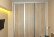 Проходная гардеробная комната с двумя входами