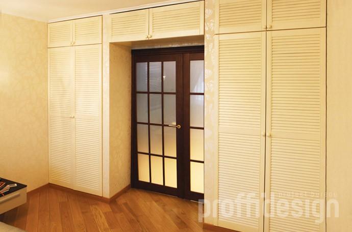 Встроенные шкафы, антресоли с дверцами-жалюзи, заказать изготовить в москве