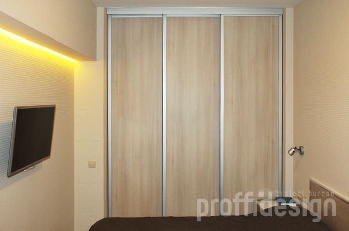 Двери в гардеробную комнату из спальни, дверцы на рельсах