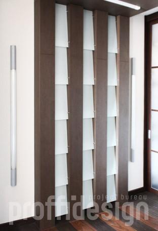 Витражный шкаф с внутренней подсветкой для коридора